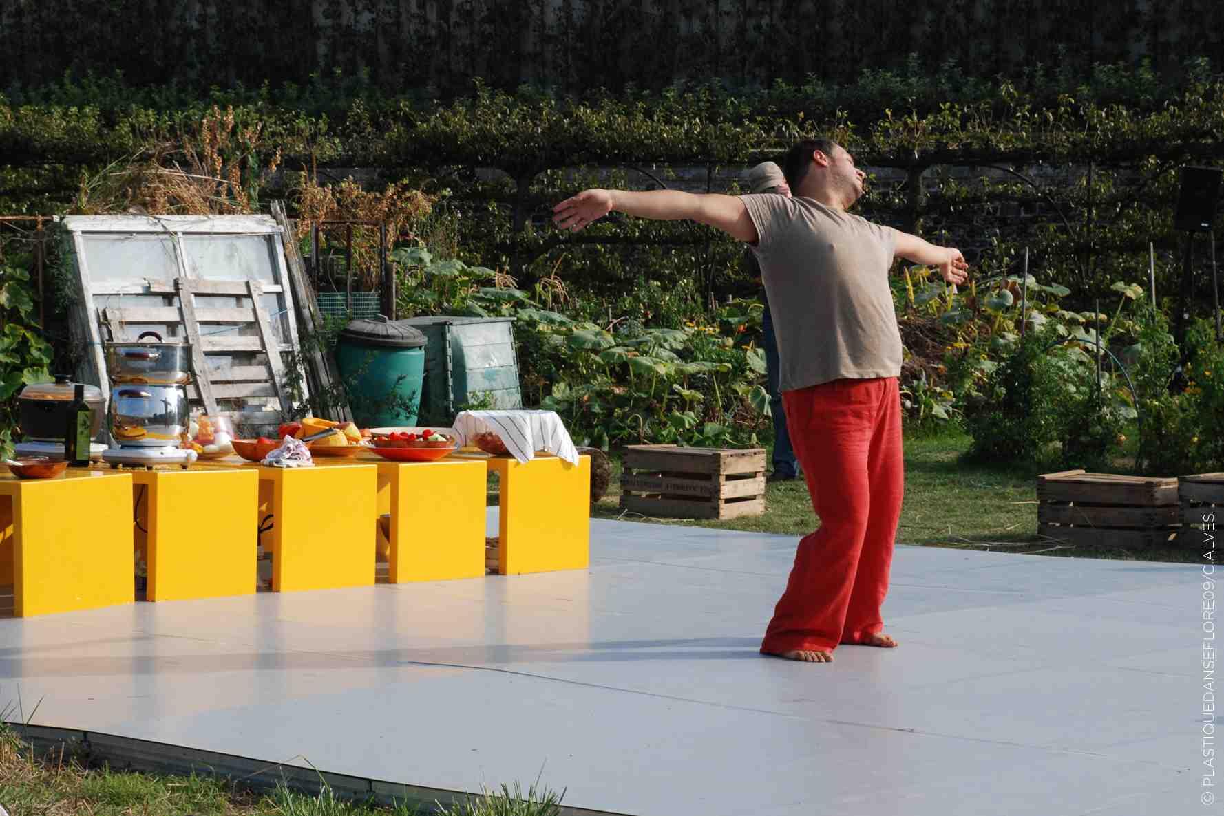 Radhouane El Meddeb - Je danse et je vous en donne à bouffer © Catherine Alves